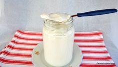 Cum se face lapte prins de casă după rețeta tradițională de chișleag? Rețeta de lapte dulce nefiert pus la închegat. Chișleag natural de