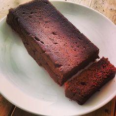 De wereld van Instagram is een plek om veel om inspiratie op te doen voor nieuwe recepten, zo kwam ik ook deze lekkere dadelcake tegen bij Irma. De dadelcake is lekker met een kopje thee of koffie....