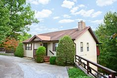 Big Bear Den- Chalet Rental In Chalet Village Gatlinburg, Cabin in Gatlinburg, Cabins USA