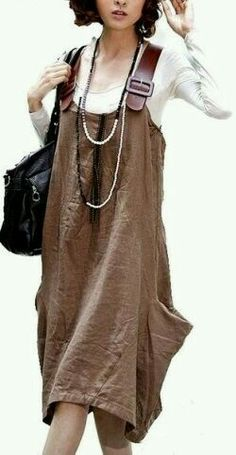 I'm not sure why I love this potato sack dress buuuuut I do! Leather overall straps too?love the look! Diy Fashion, Ideias Fashion, Womens Fashion, Fashion Design, Trendy Fashion, Trendy Style, Look Boho, Bohemian Style, Kleidung Design