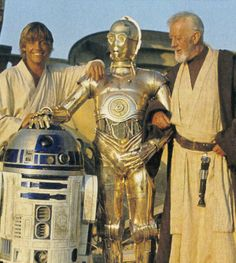 Star Wars behind the scenes photo of Mark Hamill, Alec Guinness, Anthony Daniels & Kenny Baker Stargate, Star Wars Droiden, Star Wars Cast, Harison Ford, Science Fiction, Cuadros Star Wars, Alec Guinness, Princesa Leia, Star Wars Pictures