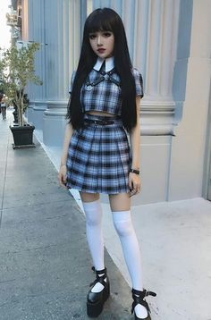 She looks like a doll. Nu Goth. Does this count as Lolita, I wonder...?