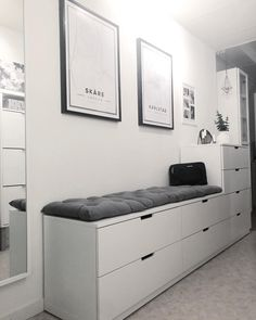 25 Simple Small Bedroom Storage Ideas and Wall Storage Inspiration Home Bedroom, Bedroom Decor, Bedroom Ideas, Bedroom Rustic, Bedroom Modern, Minimalist Bedroom, Design Bedroom, Small Bedroom Storage, Wall Storage