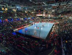 Die Handballfans des HC Erlangen können sich jetzt ihre Tickets für die stärkste Liga der Welt in der Arena Nürnberger Versicherung sichern. Der HCE startet in der DKB Handball-Bundesliga mit dem Auswärtsspiel in Flensburg(...) #hcerlangen #erlangen #hlstudios #Handball #dkbhbl #ArenaNuernbergerVersicherung #hce #wirsindwiederda www.hc-erlangen.de