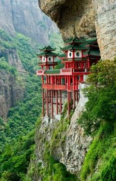 20 Architecture House Cliff Design that in China Beautiful Places To Travel, Wonderful Places, Beautiful World, Unusual Buildings, Amazing Buildings, Chinese Architecture, Amazing Architecture, Unusual Homes, Phuket