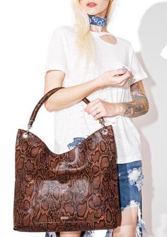 Skinnydip Cordelia Snake Tote will have you slithering str8 into our hearts, bb. This gorgeous tote bag features a snake design all over with a very roomy interior, magnetic closure, inside pockets, and detachable handle straps with faux fur accent attachment.