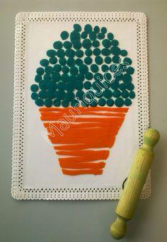 Com plasticina verde fizemos bolinhas que colámos num prato de papel branco para representar as folhas do majerico. Com plasticina... Mother And Child, Coloring Pages For Kids, Games For Kids, Preschool, Children, Crafts, Painting, Portuguese, White Paper