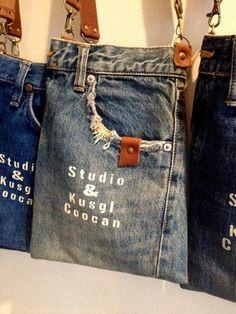 Pantalón transformado en un bolso de bandolera