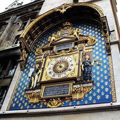 Tá na hora de ir pra Paris quem vai? #paris #france #europa #eurotrip #turistando #turismo #ferias #viaje #viajar #trip #travel #city #clock #conciergerie