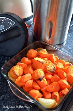 Roasted carrot and coriander soup maker recipe - Reich Roasted Carrot Soup, Carrot And Coriander Soup, Roasted Carrots, Veggie Recipes, Soup Recipes, Cooking Recipes, Healthy Recipes, Veggie Food, Tortillas