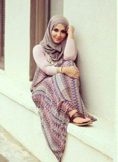 neutral hijab outfit, Fall stylish hijab street looks http://www.justtrendygirls.com/fall-stylish-hijab-street-looks/