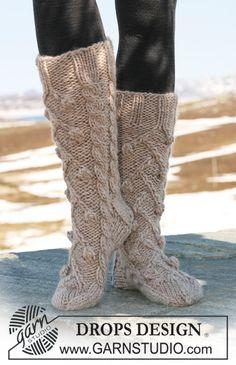 (8mm) (41-41-45m) DROPS 116-29 - Chaussettes DROPS à torsades en «Eskimo». - Free pattern by DROPS Design