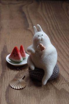 堆糖-美好生活研究所 Sweet Little Things, Felt Bunny, Felt Diy, Stuffed Toys Patterns, Cute Dolls, Felt Animals, Needle Felting, Wool Felt, Diy And Crafts