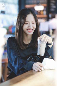Kpop Girl Groups, Korean Girl Groups, Kpop Girls, Korean Photography, Photography Poses, Bubblegum Pop, Cosmic Girls, My Princess, Japan