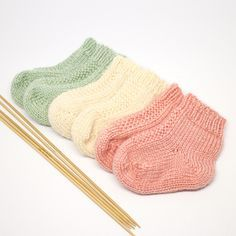 Free Knitting Patterns For Socks On Four Needles The Easiest Sock In The World. Free Knitting Patterns For Socks On Four Needles Knitting Patterns Dk . Crochet Baby Socks, Knit Baby Booties, Knitted Baby Clothes, Knitted Bags, Knitted Socks Free Pattern, Knitted Toys Patterns, Knitting Patterns For Babies, Knitted Baby Hats, Diy Baby Socks