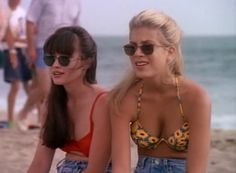 timeless style(icons!)!! - Beverly Hills 90210. Shannen Doherty and Tori Spelling aka Brenda Walsh and Donna Martin.