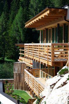 Holz als das beste Baumaterial auch für Balkongeländer
