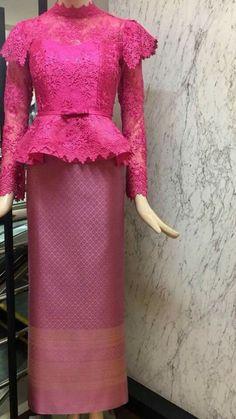 ชุดไทย Myanmar Traditional Dress, Thai Traditional Dress, Traditional Outfits, Trendy Dresses, Nice Dresses, Batik Muslim, Myanmar Dress Design, Thai Dress, Latest African Fashion Dresses