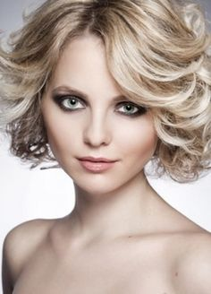 Beautiful voluminous and messy medium hairstyle