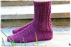 Suvikumpu: Pitsisukat One Color, Colour, Yarn Colors, Knitting Socks, Handicraft, Knit Crochet, Pattern, Crocheting, Fashion