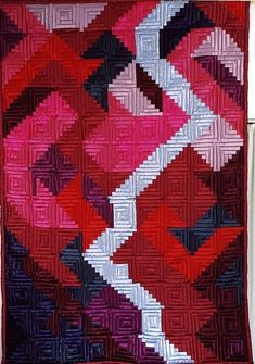 Brigitte Morgenroth, Geteiltes Rot (split red), seen at World Quilt Championships - German Participants - by Catherine Pascal Pink Quilts, Colorful Quilts, Log Cabin Quilts, Log Cabins, Pineapple Quilt, Textiles, Strip Quilts, Contemporary Quilts, Quilt Making