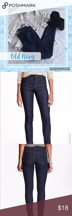 """✅NEW ITEM✅ Old Navy Super Skinny Jeans Old Navy. Super skinny jeans. Mid rise. Size 4 regular. NWOT. Measurements: waist is 14"""" and inseam is 28.5"""". Old Navy Jeans Skinny"""