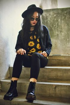 Grunge Outfit with Oasap Sunglasses - http://ninjacosmico.com/18-must-have-grunge-accessories-clothing/18/