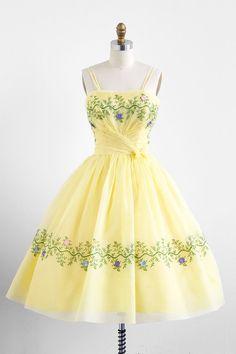 vintage 1950s yellow organza garden tea party dress #floral #dress #1950s #partydress #vintage #frock #retro #sundress #floralprint #petticoat #romantic #feminine #fashion
