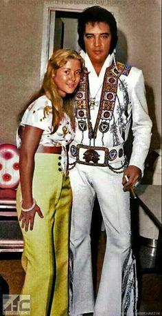 Elvis with a fan. King Elvis Presley, Elvis Presley Family, Elvis Presley Photos, Beautiful Voice, Beautiful Men, Beautiful People, Rock And Roll, Elvis In Concert, Fake Pictures