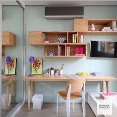 Área de estudo de quarto de  menina by @fernandamarquesarquiteta foto by @mariana_orsi #bedroom #roomteen  #homedecor #decora #reference #inspiração #interiordesign #marcenaria