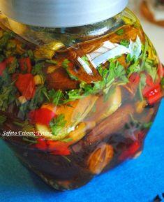 Οι γεύσεις του καλοκαιριού ,κλεισμένες σ' ένα βάζο,(τουρσί). Can Jam, Canning Recipes, Greek Recipes, Food Hacks, Preserves, Food Art, Pickles, Food To Make, Mason Jars