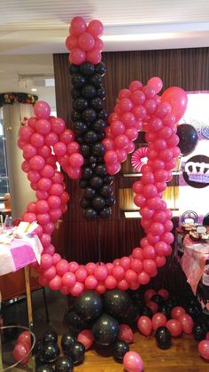 Asked a local balloon shop to make for me a huge guitar out of pink and balloon and they looked amazing, this one goes next to the cake table and below are some small random pink and black balloons too