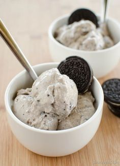 Slimming Eats Cookies and Cream Frozen Yoghurt - Slimming World and Weight Watchers friendly Slimming World Puddings, Slimming World Desserts, Frozen Yoghurt Recipes, Frozen Yogurt, Frozen Frozen, Slimming Eats, Slimming World Recipes, Healthy Ice Cream, Cookies And Cream
