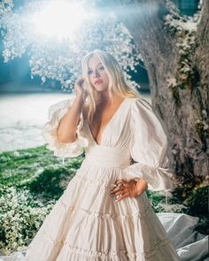 """""""xtina: Spring came early 🌸🤍🌿 video out now. """" Christina Aguilera on the set of """"Fall on Me"""" in January 2020 Hollywood Stars, Old Hollywood, Christina Aguilera The Voice, Beautiful Christina, Spring Is Coming, Album, Some Girls, Her Music, Pretty Woman"""