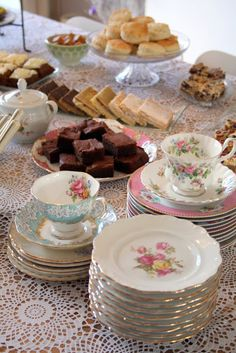 Madelief: Afternoon tea this variety of vintage ware...lends to a feeling that people were very civilized at on point in history... We've changed...