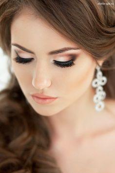 свадебный макияж для черных глаз - нежный макияж глаз с использованием профессиональной косметики и продуктов MAC, Make up for ever, Becca< Anastasia Beverly Hills. На фото работа свадебного стилиста визажиста Эль Стиль