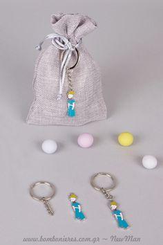 Κουφέτα Χατζηγιαννάκης Crispy για τη μπομπονιέρα σε πουγκί με μπρελόκ «Μικρός Πρίγκηπας». Christening, Pearl Earrings, Pearls, Personalized Items, Wedding, Jewelry, Valentines Day Weddings, Pearl Studs, Jewlery
