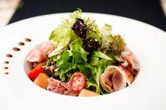 L'été on a tous envie de fraicheur et de légèreté ! Découvrez vite une recette originale, gourmande et savoureuse que vous pourrez déguster autour d'un bon barbecue ou lors d'un pique-nique bucolique ! Une salade qui ravira petits et grands ! Le plaisir sans les calories ! Nombre de calories par personne en moyenne :Read More
