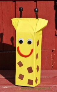 Klik ind på bloggen og se nærmere på giraffen, den er en forenklet udgave af giraffen i min bog: Sjov  Med Mælkekartoner 1 : http://agnesingersen.dk/blog/giraf/  Easy kids crafts milk carton  giraffe. Kinderbastelideen Milchkarton Giraffe.
