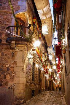 Toledo, Spain. Ornamentada para la cebracion del día del Corpus Christi, siempre en jueves.