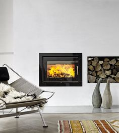 The Morsø 5660 Wood Burning Stove insert is manufactured in high grade cast iron for excellent heat-retaining properties. House Styles, Beach Fireplace, Wood, Stove, Hearth, Home Appliances, Fireplace, Wood Burning Stove Insert, Home Decor