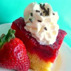 Strawberry Upsidedown Cake. Fresh strawberries, marshmallows, cake.... Mmmm.