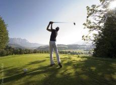 Nutzen Sie pünktlich zum Frühling die Golf- Angebote der 19 von 27 Best Wellness Hotels in Österreich und Südtirol/ 19 of the 27 Best Wellness Hotels have special golf packages / Copyright: Joe Hölzl