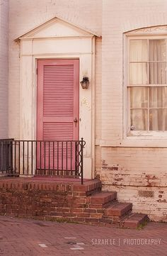 Dusty pink door with white brick walls - cute:)