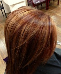 Amzaing hairstyles with short hair blonde highlights in caramel hair color. Top best caramel hair color ideas with blonde highlights. Auburn Hair With Highlights, Hair Color Auburn, Hair Color Highlights, Carmel Highlights, Auburn Balayage, Copper Highlights, Red Hair With Lowlights, Honey Balayage, Hair Color And Cut