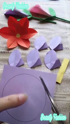 Creative Paper Flowers The post Creative Paper Flowers appeared first on Basteln ideen. Creative Paper Flowers The post Creative Paper Flowers appeared first on Basteln ideen. Diy Origami, Origami Paper, Diy Paper, Paper Crafting, Flower Crafts, Diy Flowers, Fabric Flowers, Flower Making Crafts, Flower Diy