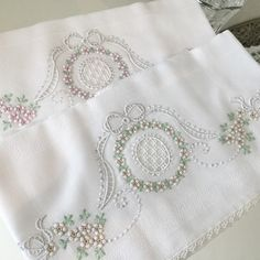 This Pin was discovered by Nat Embroidery Monogram, White Embroidery, Vintage Embroidery, Embroidery Applique, Embroidery Stitches, Embroidery Patterns, Embroidered Pillowcases, Machine Embroidery Projects, Brazilian Embroidery