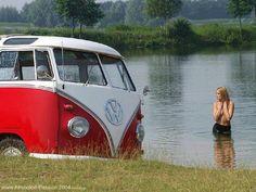 Everyday one car one girl! Volkswagen Bus, T1 Bus, Bus Camper, Vw T1, Combi T1, Auto Girls, T6 California, Bus Girl, Vanz