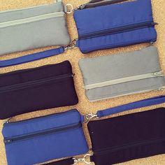 Carteiras porta celular com 3 divisórias: encomendas prontas e a caminho! #carteiras #portacelular #azul #preto #cinza #homens #produtosmasculinos #acessoriosmasculinos #presentes #natal2016 #carteira #portacelular #2em1 #FashionArts #artesanatosdamoda #elo7br #compredequemfaz #compredopequeno #presentinhos #boanoite