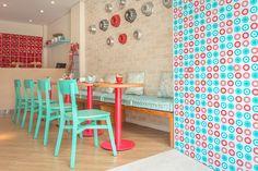 Foto: Cezar Kirizawa Bakery Decor, Diner Decor, Cafe Design, Store Design, Bakery Shop Interior, Pink Cafe, Cream Decor, Boutique Decor, Cafe Shop